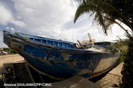 12 juin 2012 : l'île de Lampedusa (Italie), située à moins de 100 km des côtes nord-africaines, est la principale porte d'entrée dans l'Union européenne pour les migrants, qui arrivent le plus souvent à bord d'embarcations de fortune.