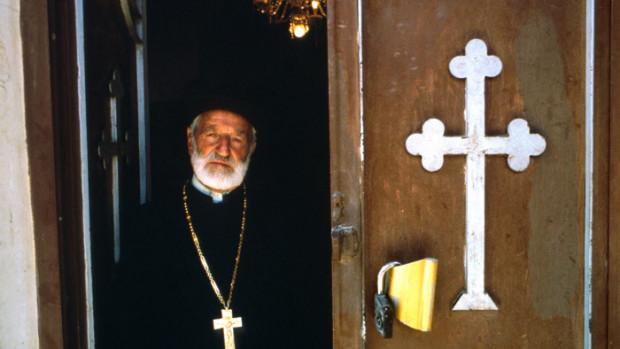Prêtre de la communauté arménienne catholique, Azerbaidjan (Iran).