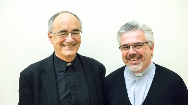 Michael Czerny, SJ, et Fabio Baggio, cs, sous-secrétaires de la Section Migrants et Réfugiés.