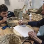 Wadie, artisan syrien, et le designer Thibaud Klepper, son binôme à la Fabrique Nomade.