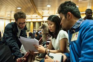 """23 octobre 2018 : Des jeunes participant à une session de travail lors du Synode des évêques dont le thème est : """"Les jeunes, la foi et le discernement vocationnel"""". Salle du Synode, Vatican."""