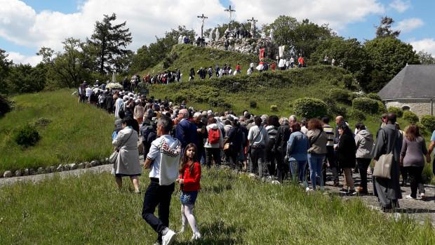 Les migrants de la province de Rennes et la communauté portugaise de Nantes ont célébré Notre Dame de Fatima ensemble, dimanche 12 mai 2019 au calvaire de Pontchâteau.