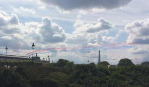 La patrouille de France s'entraîne au-dessus du Jardin des Tuileries (Paris) la veille de la fête nationale.