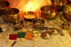 Les bols chantants, objets du quotidien ou instruments des chamanes himalayens utilisés à des fins magico-religieuses ?