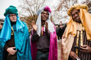 8 janvier 2017 : Paroissiens habillés en rois mages lors de la messe des Peuples à la paroisse Notre-Dame de Beauregard. La Celle Saint Cloud (78), France.