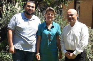 Patricia Roger (CCFM) entourée de Fadi Kandah (Jordanie) et du P. Agnaldo Costa Junior (Brésil).