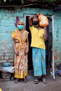 Les adivasi sont les aborigènes de l'Inde. De religion traditionnelle animiste, beaucoup se sont convertis à la foi catholique. Au Bengale, leur statut reste celui de « hors caste ».